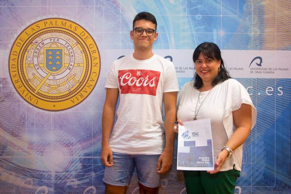 Alumno seleccionado para el programa TrepCamp junto a Rosa Batista