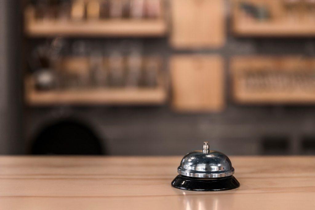 Timbre de campanilla en un mostrador