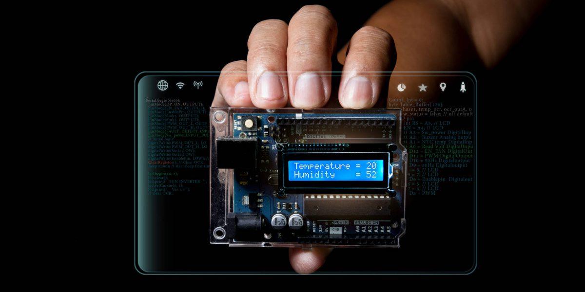 Pantalla de un dispositivo electrónico indicando los valores de temperatura y humedad